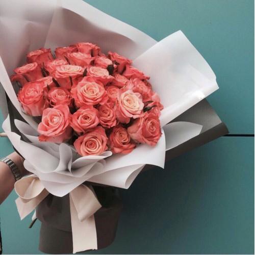 Купить на заказ Заказать Букет из 31 коралловой розы с доставкой по Талдыкоргану с доставкой в Талдыкоргане