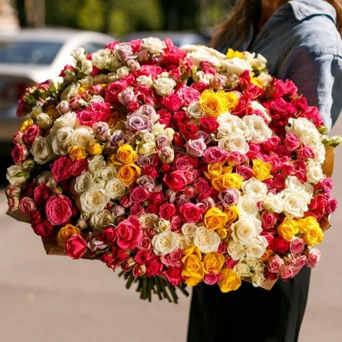 Купить на заказ Заказать Букет из 101 спрей розы с доставкой по Талдыкоргану с доставкой в Талдыкоргане